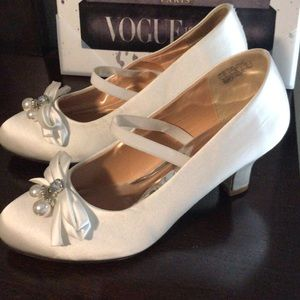 Girls Badgley Mischka White Heels size 5